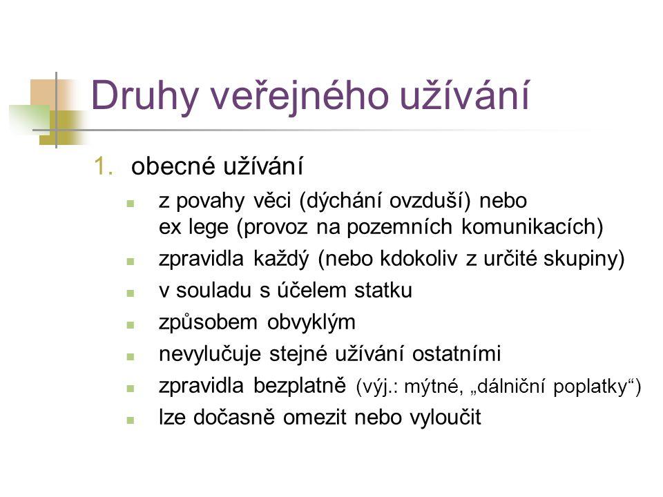Druhy veřejného užívání 1.obecné užívání z povahy věci (dýchání ovzduší) nebo ex lege (provoz na pozemních komunikacích) zpravidla každý (nebo kdokoli