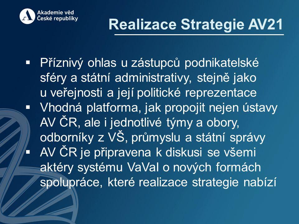 Realizace Strategie AV21  Příznivý ohlas u zástupců podnikatelské sféry a státní administrativy, stejně jako u veřejnosti a její politické reprezentace  Vhodná platforma, jak propojit nejen ústavy AV ČR, ale i jednotlivé týmy a obory, odborníky z VŠ, průmyslu a státní správy  AV ČR je připravena k diskusi se všemi aktéry systému VaVaI o nových formách spolupráce, které realizace strategie nabízí