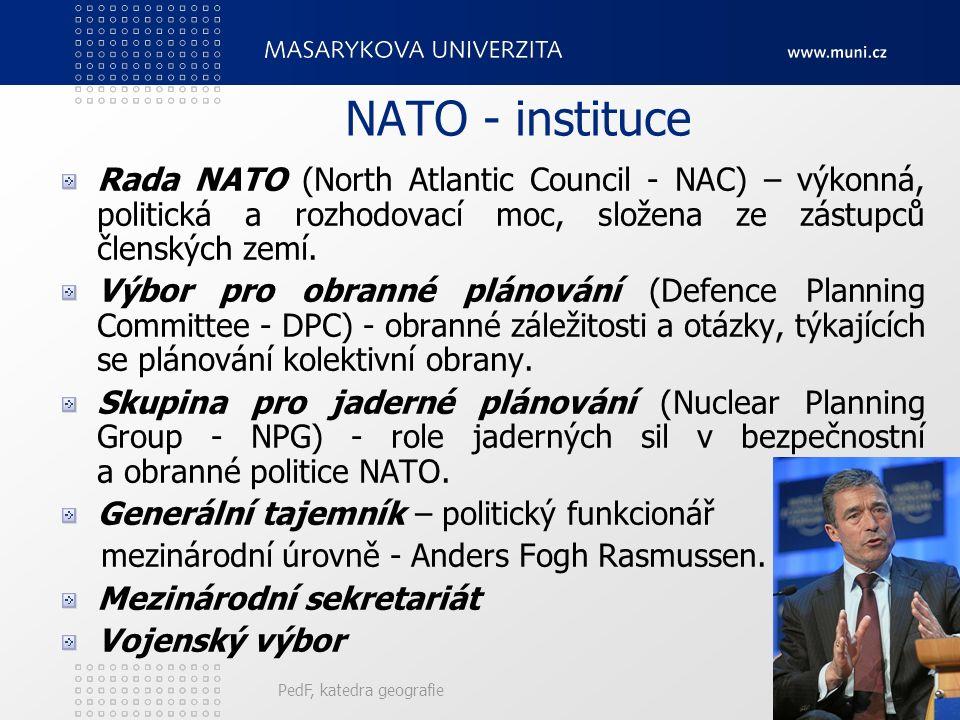 NATO - instituce Rada NATO (North Atlantic Council - NAC) – výkonná, politická a rozhodovací moc, složena ze zástupců členských zemí. Výbor pro obrann