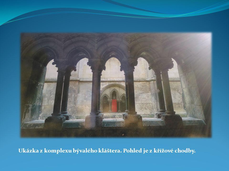 Ukázka z komplexu bývalého kláštera. Pohled je z křížové chodby.