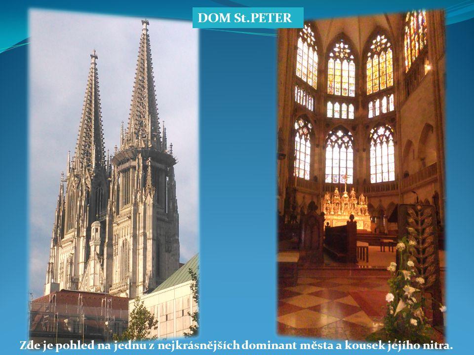 Vnitřní pohled na okno katedrály a procházka na hrad.