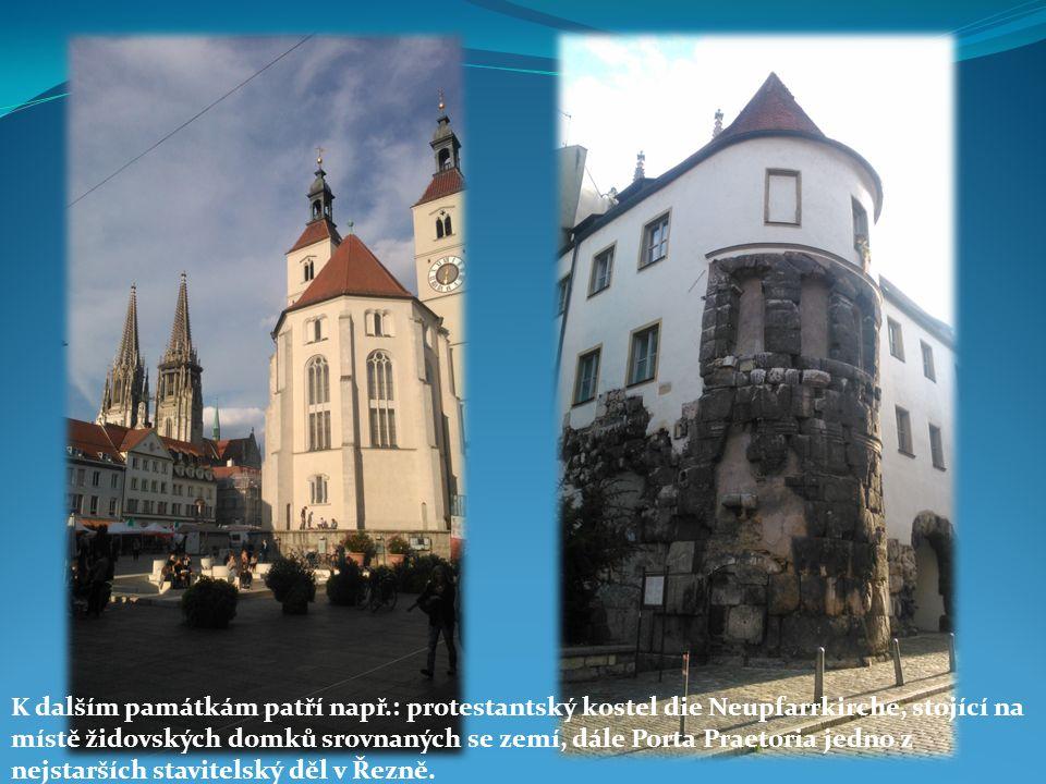 K dalším památkám patří např.: protestantský kostel die Neupfarrkirche, stojící na místě židovských domků srovnaných se zemí, dále Porta Praetoria jed