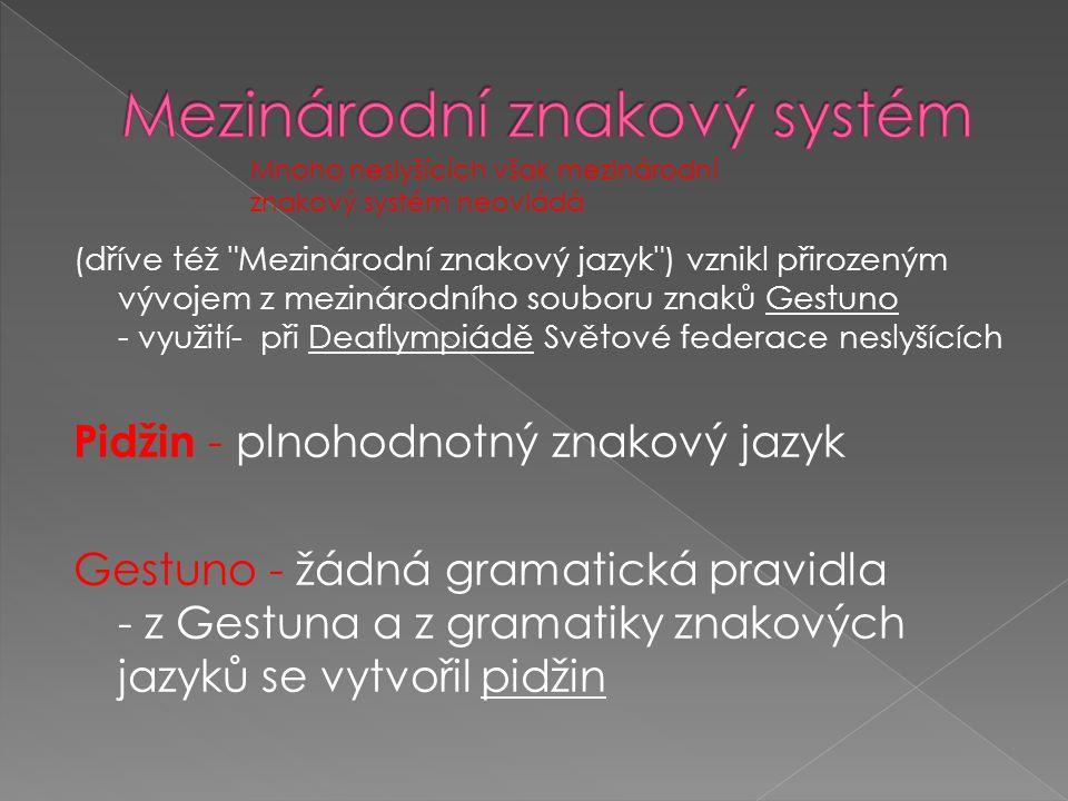(dříve též Mezinárodní znakový jazyk ) vznikl přirozeným vývojem z mezinárodního souboru znaků Gestuno - využití- při Deaflympiádě Světové federace neslyšících Pidžin - plnohodnotný znakový jazyk Gestuno - žádná gramatická pravidla - z Gestuna a z gramatiky znakových jazyků se vytvořil pidžin Mnoho neslyšících však mezinárodní znakový systém neovládá