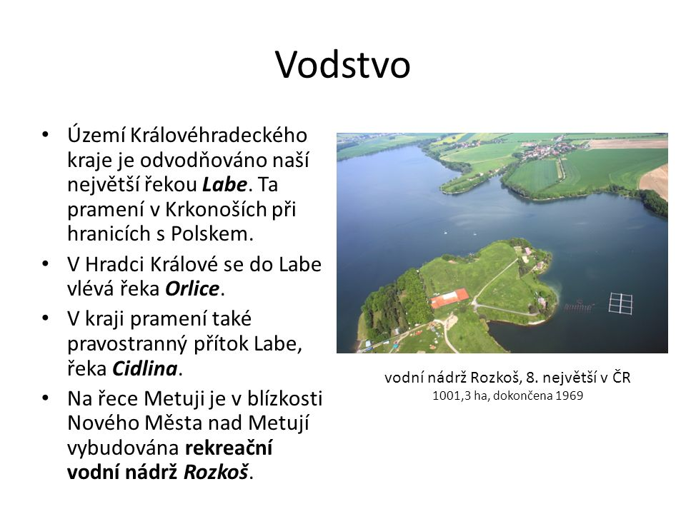 Vodstvo Území Královéhradeckého kraje je odvodňováno naší největší řekou Labe. Ta pramení v Krkonoších při hranicích s Polskem. V Hradci Králové se do