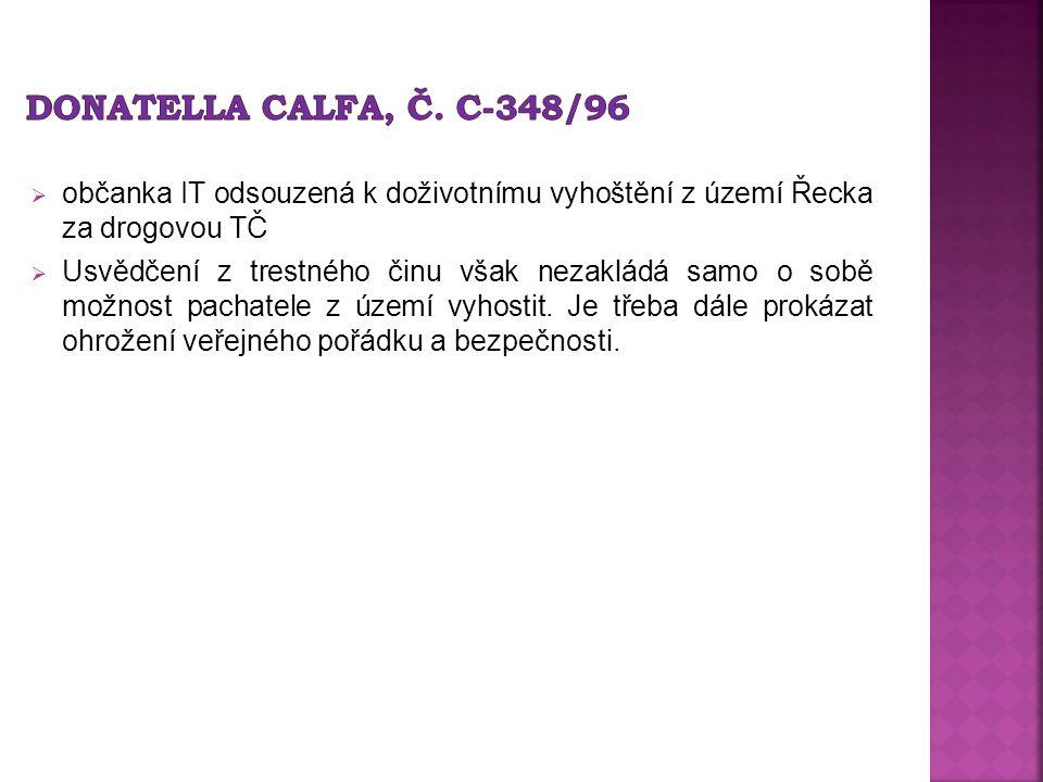  občanka IT odsouzená k doživotnímu vyhoštění z území Řecka za drogovou TČ  Usvědčení z trestného činu však nezakládá samo o sobě možnost pachatele z území vyhostit.