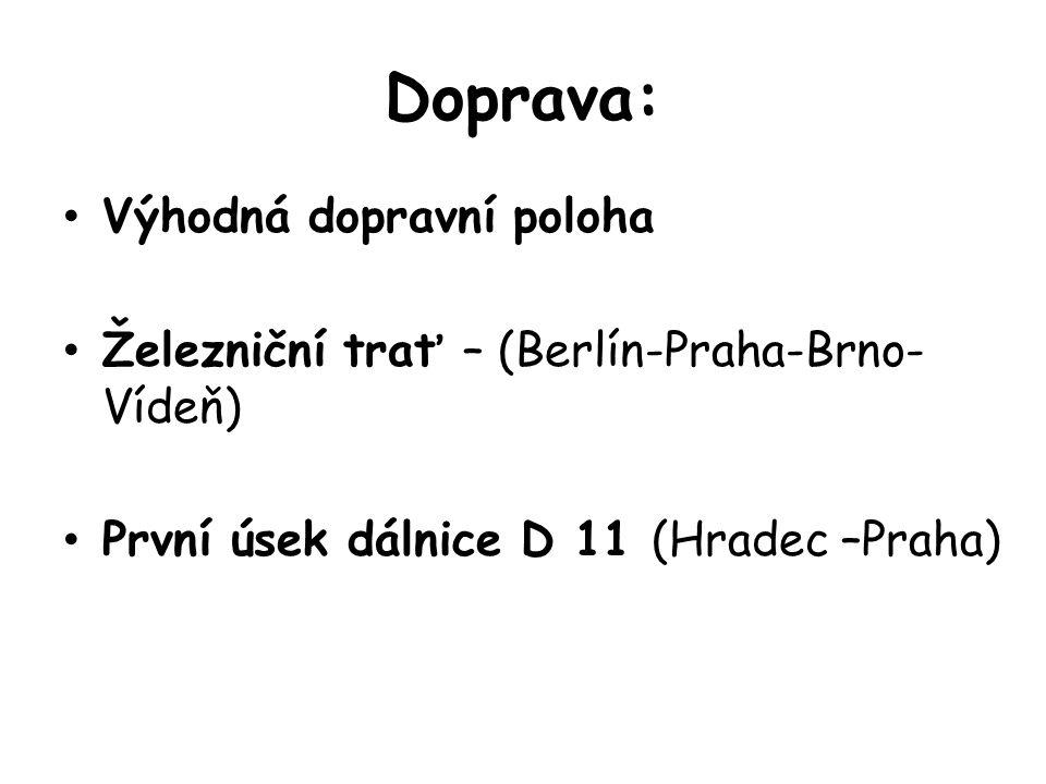 Doprava: Výhodná dopravní poloha Železniční trať – (Berlín-Praha-Brno- Vídeň) První úsek dálnice D 11 (Hradec –Praha)