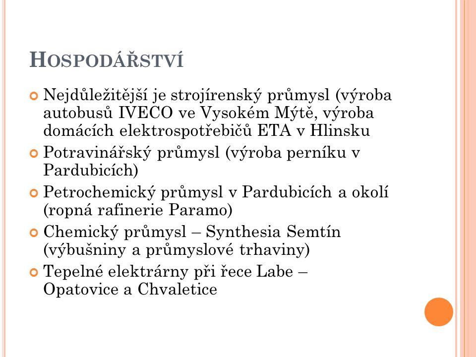 H OSPODÁŘSTVÍ Nejdůležitější je strojírenský průmysl (výroba autobusů IVECO ve Vysokém Mýtě, výroba domácích elektrospotřebičů ETA v Hlinsku Potravinářský průmysl (výroba perníku v Pardubicích) Petrochemický průmysl v Pardubicích a okolí (ropná rafinerie Paramo) Chemický průmysl – Synthesia Semtín (výbušniny a průmyslové trhaviny) Tepelné elektrárny při řece Labe – Opatovice a Chvaletice