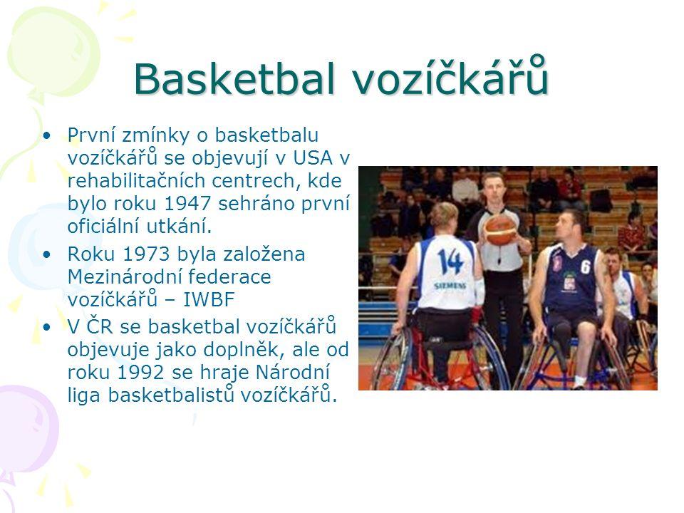 Basketbal vozíčkářů První zmínky o basketbalu vozíčkářů se objevují v USA v rehabilitačních centrech, kde bylo roku 1947 sehráno první oficiální utkání.