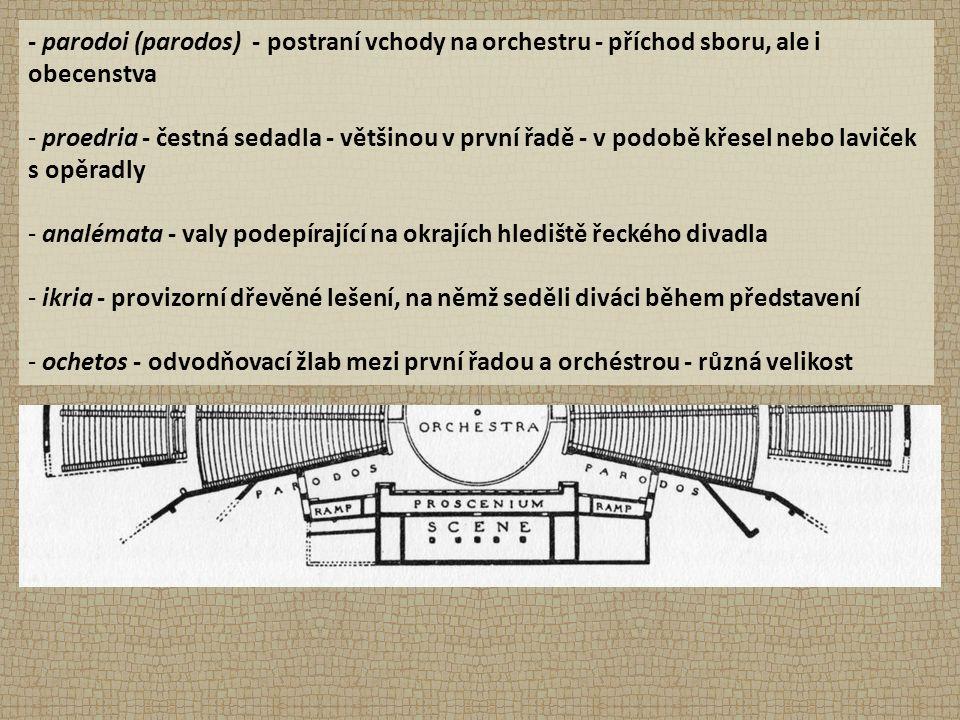 - parodoi (parodos) - postraní vchody na orchestru - příchod sboru, ale i obecenstva - proedria - čestná sedadla - většinou v první řadě - v podobě kř