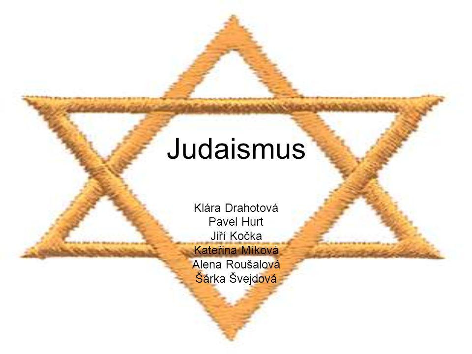 """Ortodoxní judaismus Ortodoxní židé o sobě často hovoří jako o """"tradičních židech Stoupenci rabínského judaismu, považují se za jediný věrný zdroj neměnné víry Izraele Klade silný důraz na plnou autoritu rabínského zákona a jeho interpretace v Talmudu a dalších dílech rabínské literatury"""