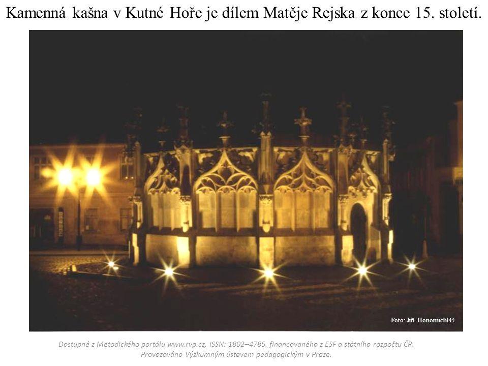 Kamenná kašna v Kutné Hoře je dílem Matěje Rejska z konce 15.