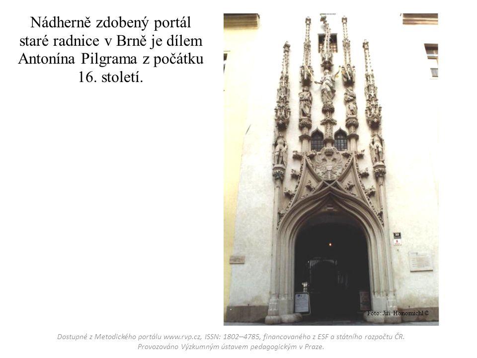 Nádherně zdobený portál staré radnice v Brně je dílem Antonína Pilgrama z počátku 16.