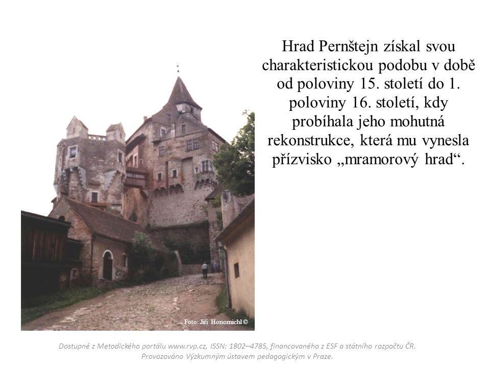 Hrad Pernštejn získal svou charakteristickou podobu v době od poloviny 15.