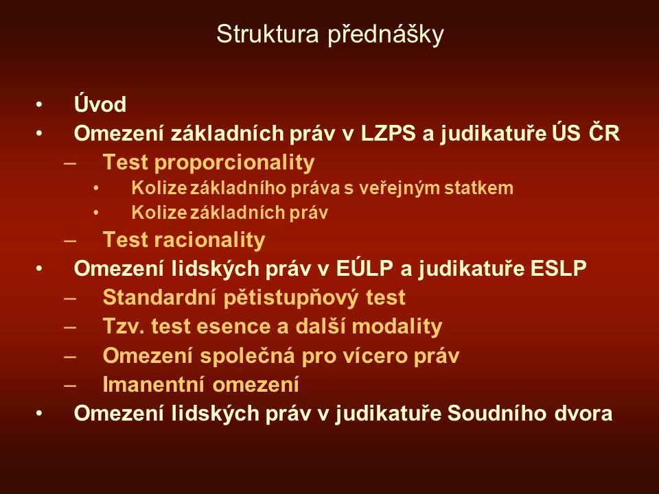 Struktura přednášky Úvod Omezení základních práv v LZPS a judikatuře ÚS ČR –Test proporcionality Kolize základního práva s veřejným statkem Kolize zák