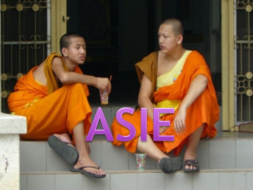 největší světadíl, tvořící východní část EUROASIE název Asie odvozen z asyrského slova ASÚ, které značilo východ slunce