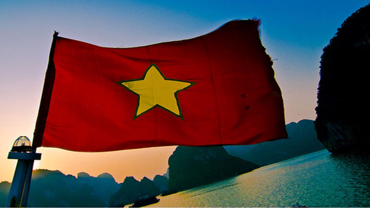 Vietnam Obsah Geografická poloha Obecné informace Historie Francouzská Indočína Válka v Indočíně 1946 – 1954 Válka v Indočíne 1964 - 1973