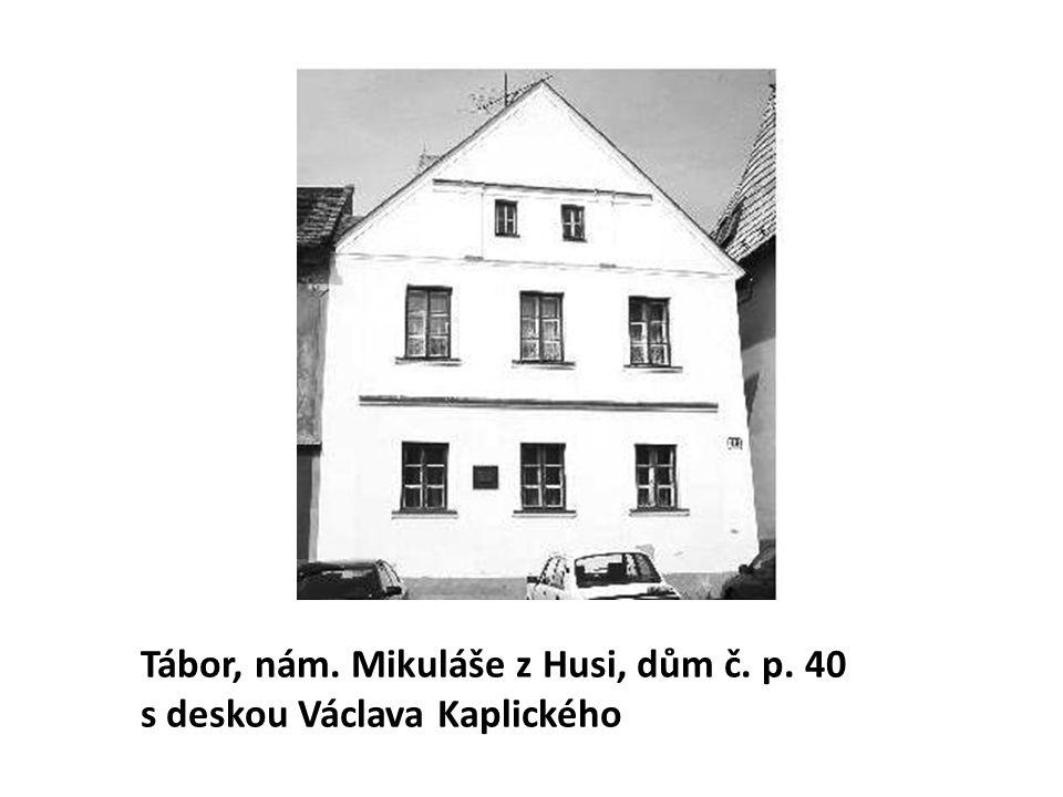 Tábor, nám. Mikuláše z Husi, dům č. p. 40 s deskou Václava Kaplického