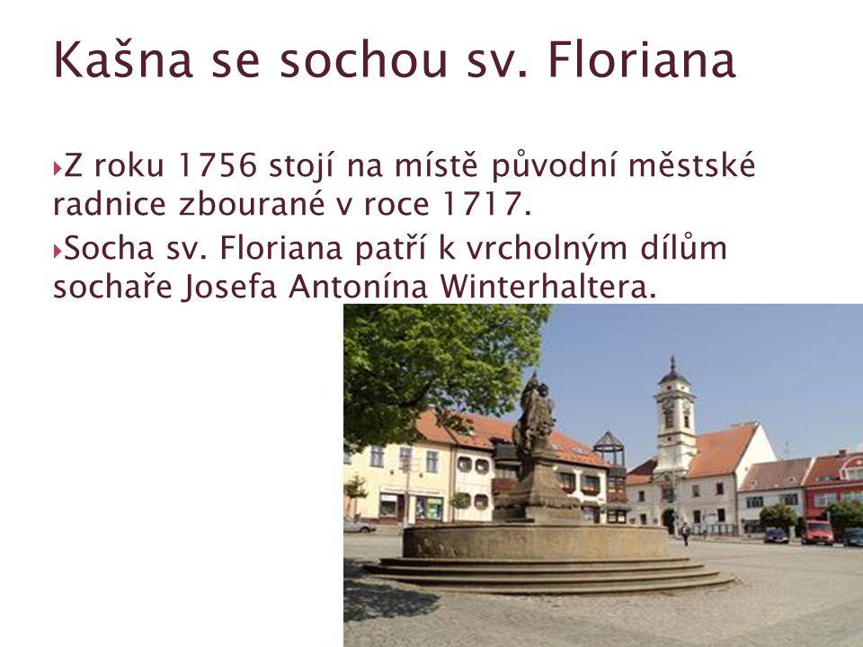  Z roku 1756 stojí na místě původní městské radnice zbourané v roce 1717.