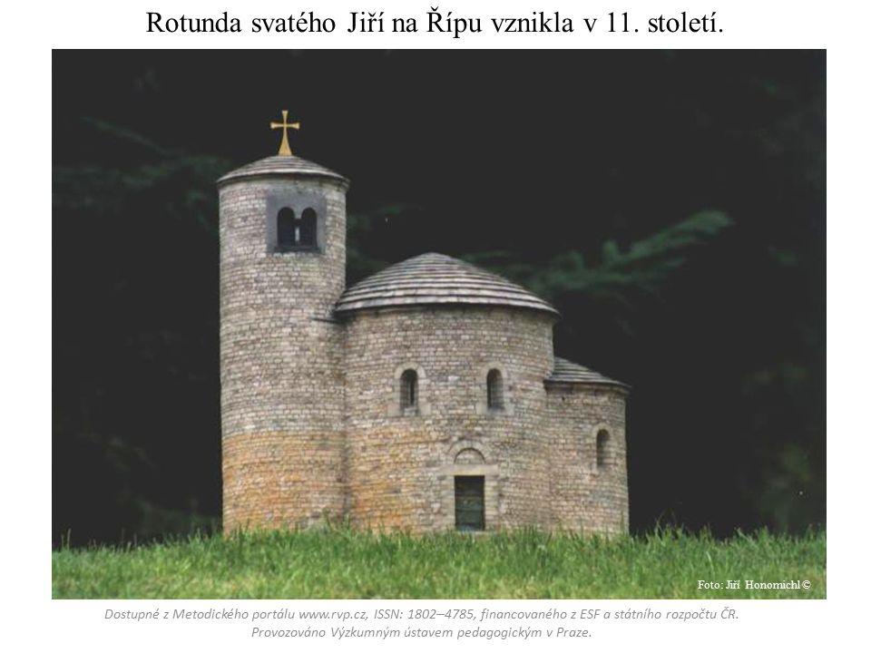 Rotunda svatého Jiří na Řípu vznikla v 11. století.