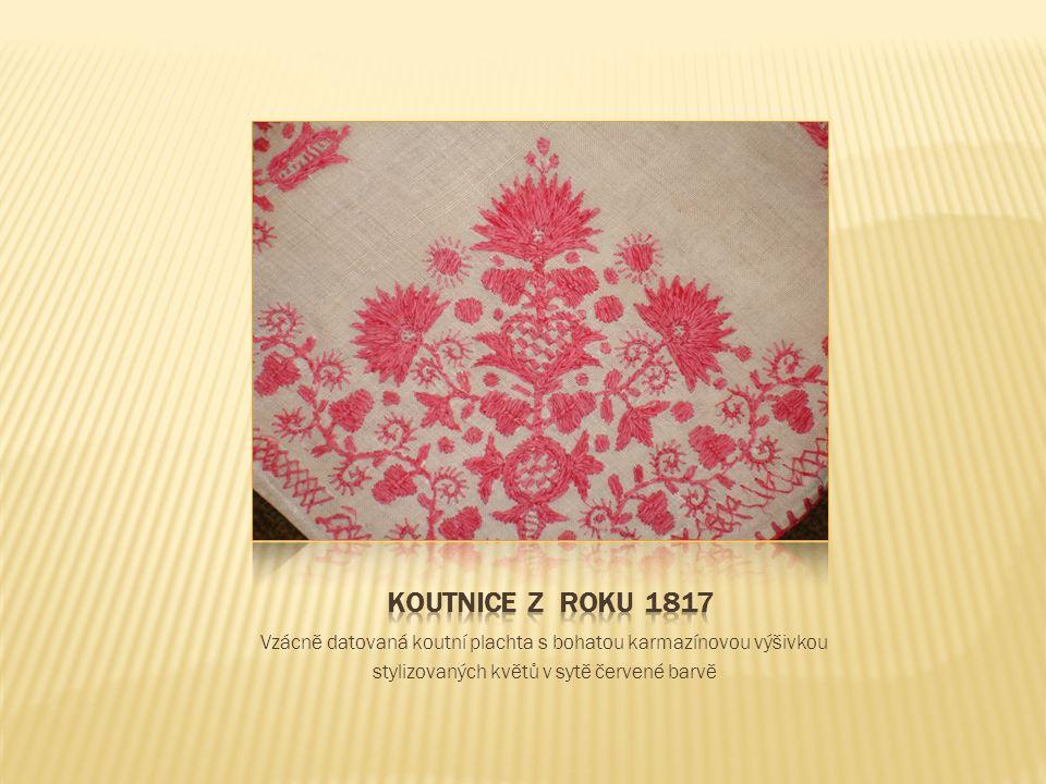 Vzácně datovaná koutní plachta s bohatou karmazínovou výšivkou stylizovaných květů v sytě červené barvě