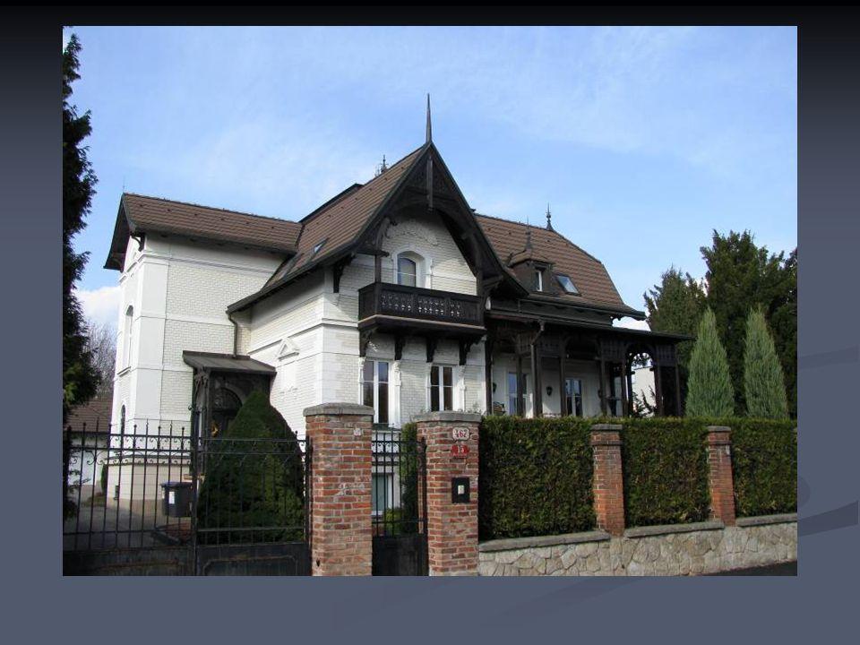 Další domy z okolí ulice Boženy Němcové.