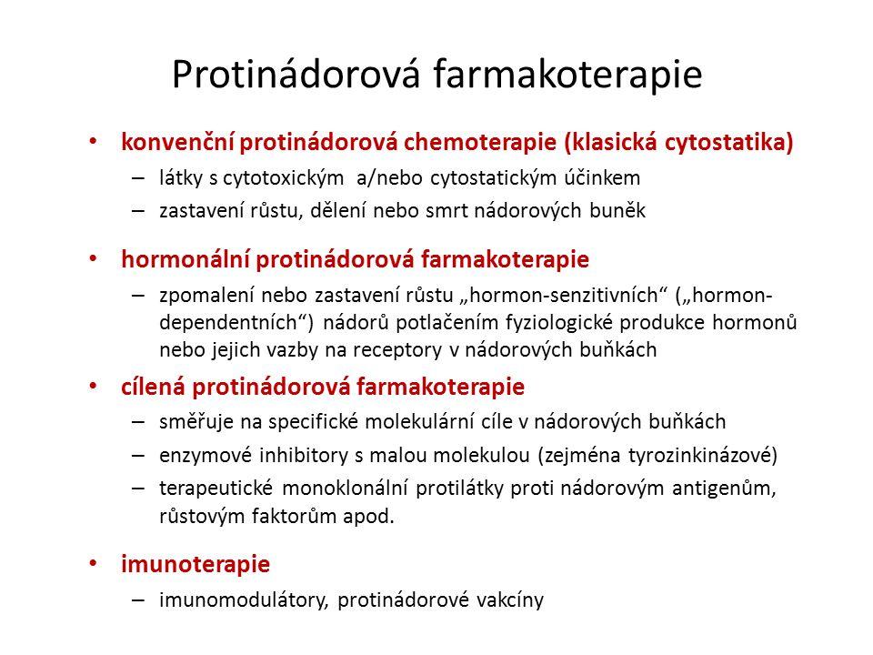 """Protinádorová farmakoterapie konvenční protinádorová chemoterapie (klasická cytostatika) – látky s cytotoxickým a/nebo cytostatickým účinkem – zastavení růstu, dělení nebo smrt nádorových buněk hormonální protinádorová farmakoterapie – zpomalení nebo zastavení růstu """"hormon-senzitivních (""""hormon- dependentních ) nádorů potlačením fyziologické produkce hormonů nebo jejich vazby na receptory v nádorových buňkách cílená protinádorová farmakoterapie – směřuje na specifické molekulární cíle v nádorových buňkách – enzymové inhibitory s malou molekulou (zejména tyrozinkinázové) – terapeutické monoklonální protilátky proti nádorovým antigenům, růstovým faktorům apod."""