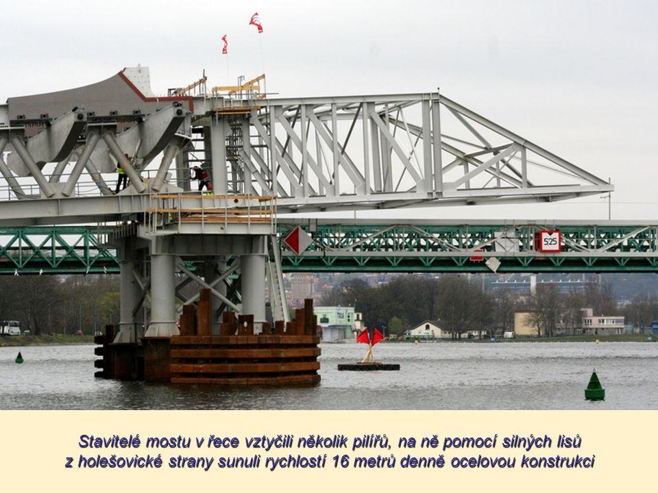 Most je budovaný od roku 2010. Povede z Partyzánské ulice v Holešovicích do oblasti ulic Povltavské a Trojské v Tróji Most je budovaný od roku 2010. P