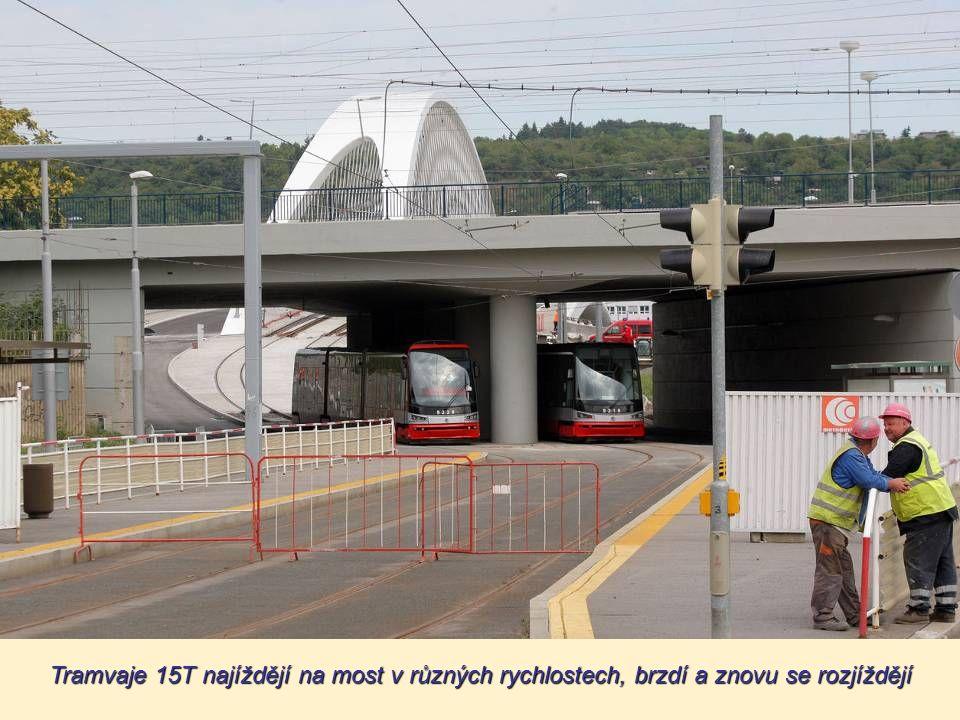 """A teď? Žádná velká show. """"Na Trojském mostě tanky nečekejte. Je to nesmysl,"""" říká mluvčí společnosti Metrostav František Polák. Kdyby totiž most testo"""