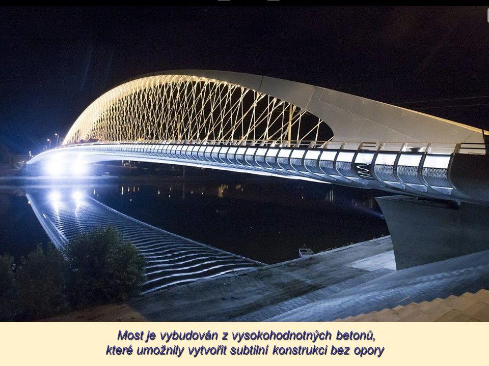 Celková délka mostu je 250 m, výška nosné konstrukce je cca 34 m nad maximální plavební hladinou řeky.