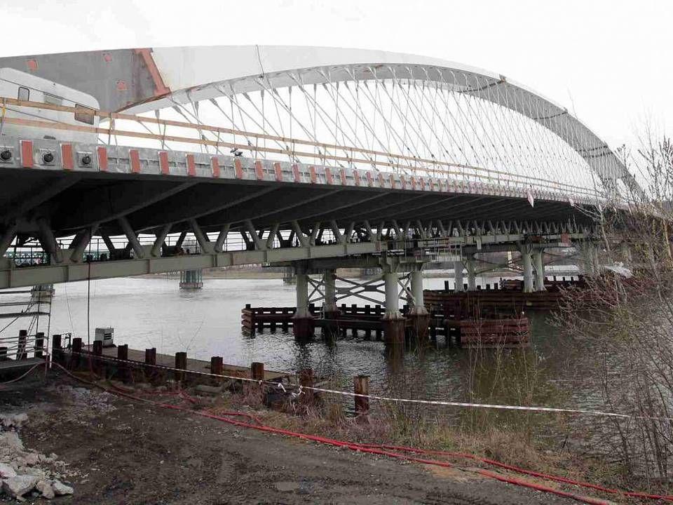 Objevily se úvahy, že by se most mohl jmenovat po prezidentovi Václavu Havlovi.