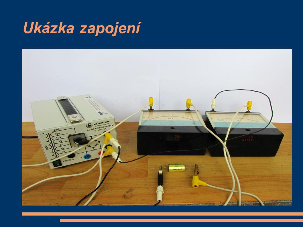 Popis měření a) Po zapojení obvodu s kondenzátorem C 1 nastavíme autotransformátorem napětí asi 30 V a přesně odečteme údaj na voltmetru a ampérmetru b) Stejné měření provedeme pro C 2 a dále pro seriovou a paralelní kombinaci obou kondenzátorů c) Změříme frekvenci rezonančním kmitometrem