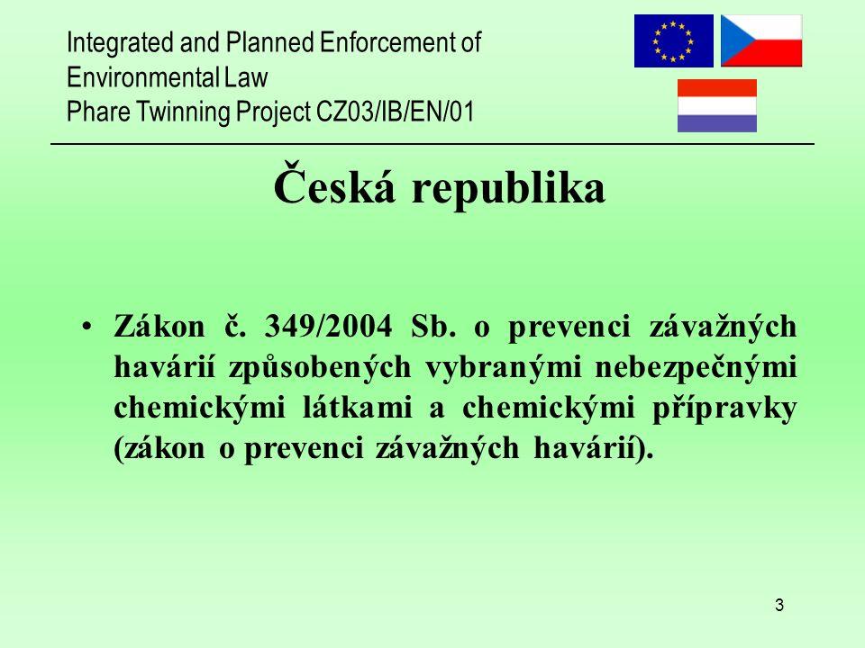 Integrated and Planned Enforcement of Environmental Law Phare Twinning Project CZ03/IB/EN/01 24 Obecné připomínky ke zpracování dokumentace: (všechny části) Nerespektování doporučení k přípravě bezpečnostní dokumentace podle zákona Problém adekvátního vyjádření skutečností provozovatele týkající se dané problematiky Bezpečnostní dokumentace podle Seveso I měla popisný charakter, podle Seveso II má dokladovat použité postupy pro dané skutečnosti Kvalifikace zpracovatelů analýzy a hodnocení rizik Slabá aplikace chemického inženýrství Řízení rizika je trvalý proces