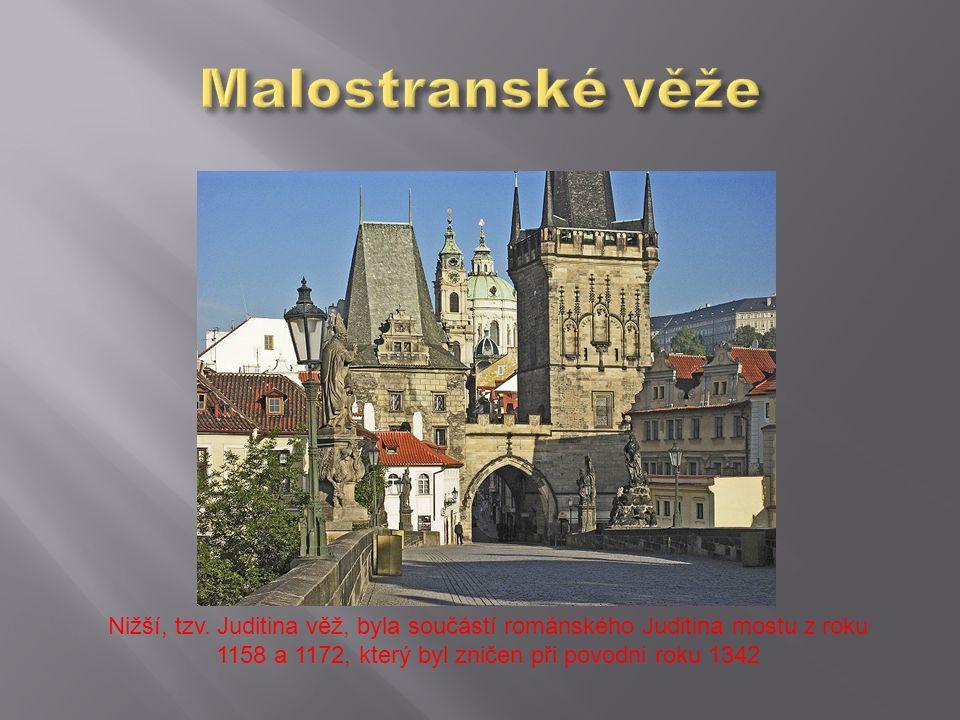 Nižší, tzv. Juditina věž, byla součástí románského Juditina mostu z roku 1158 a 1172, který byl zničen při povodni roku 1342