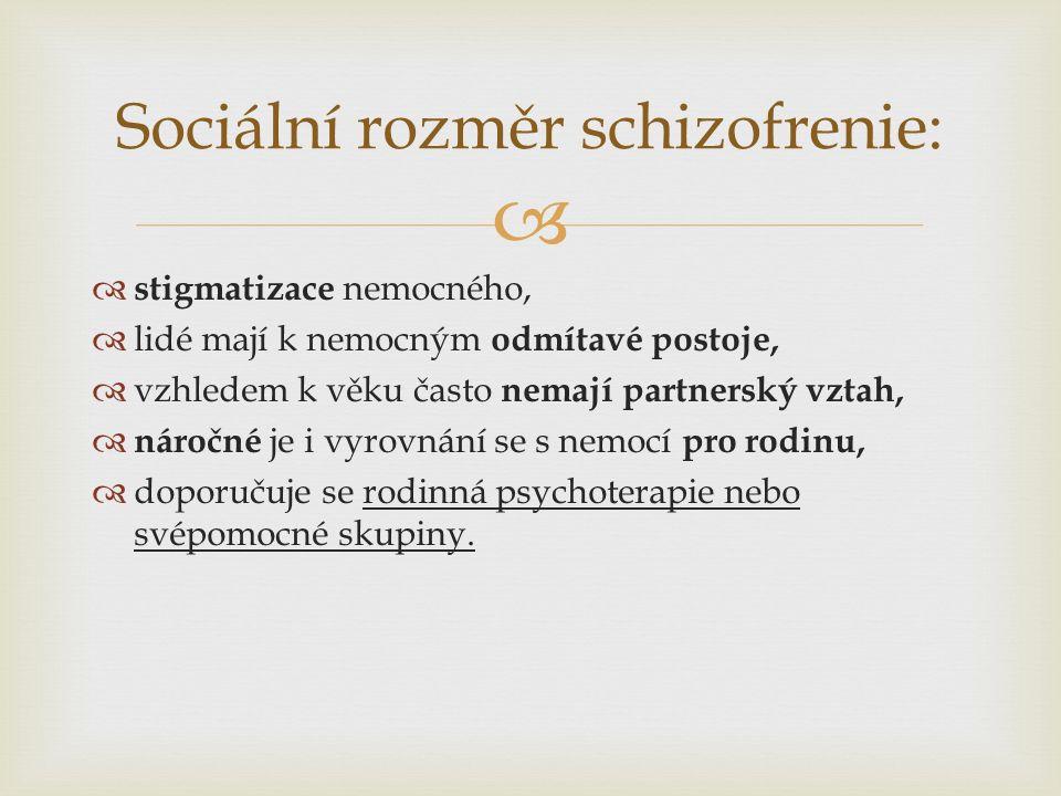   stigmatizace nemocného,  lidé mají k nemocným odmítavé postoje,  vzhledem k věku často nemají partnerský vztah,  náročné je i vyrovnání se s nemocí pro rodinu,  doporučuje se rodinná psychoterapie nebo svépomocné skupiny.