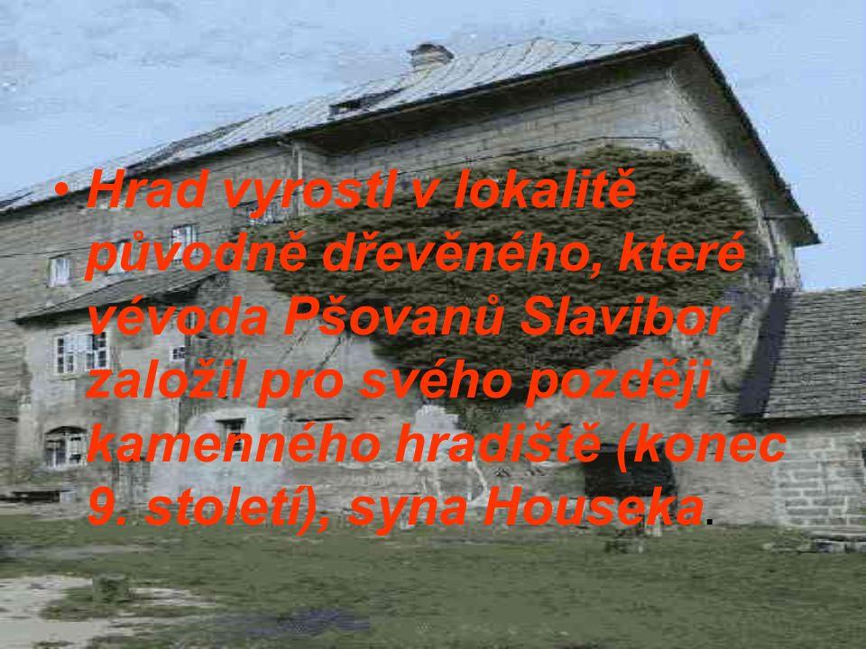 Hrad vyrostl v lokalitě původně dřevěného, které vévoda Pšovanů Slavibor založil pro svého později kamenného hradiště (konec 9.