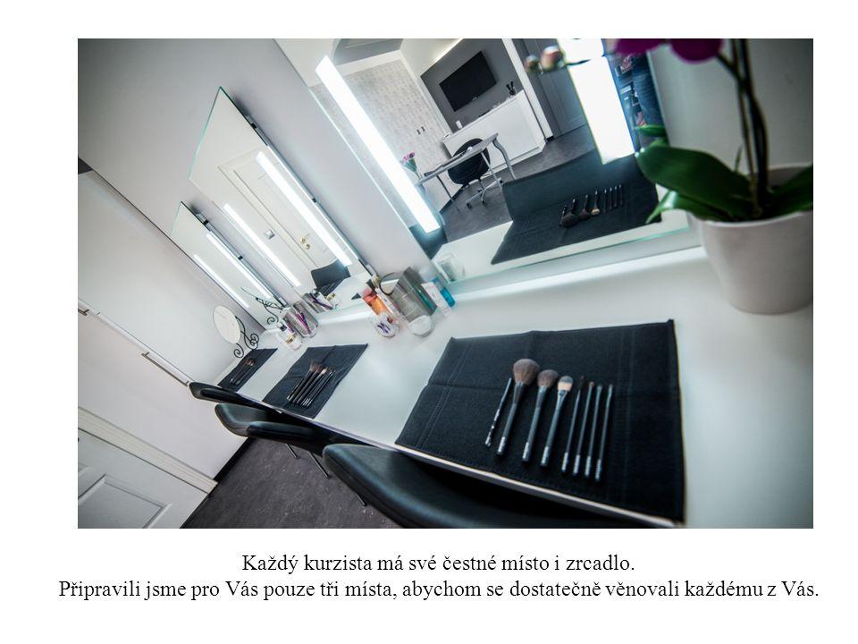 Každý kurzista má své čestné místo i zrcadlo.