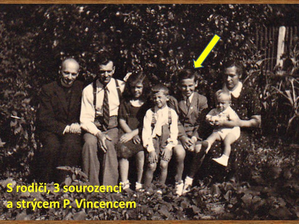 S rodiči, 3 sourozenci a strýcem P. Vincencem