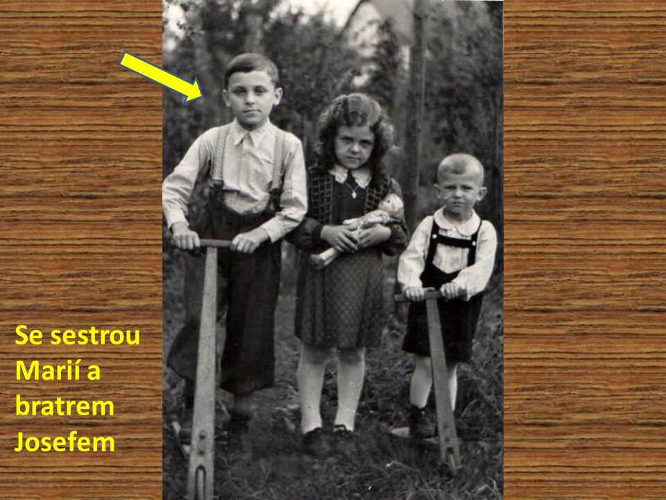 Se sestrou Marií a bratrem Josefem