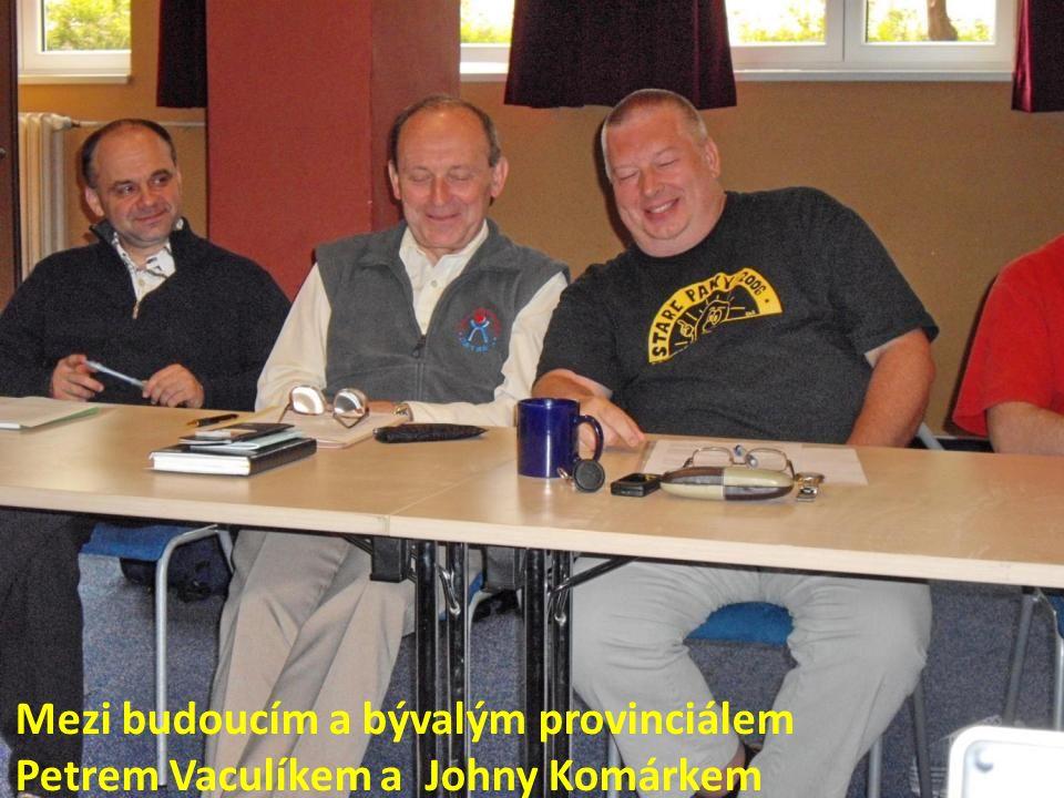 Mezi budoucím a bývalým provinciálem Petrem Vaculíkem a Johny Komárkem