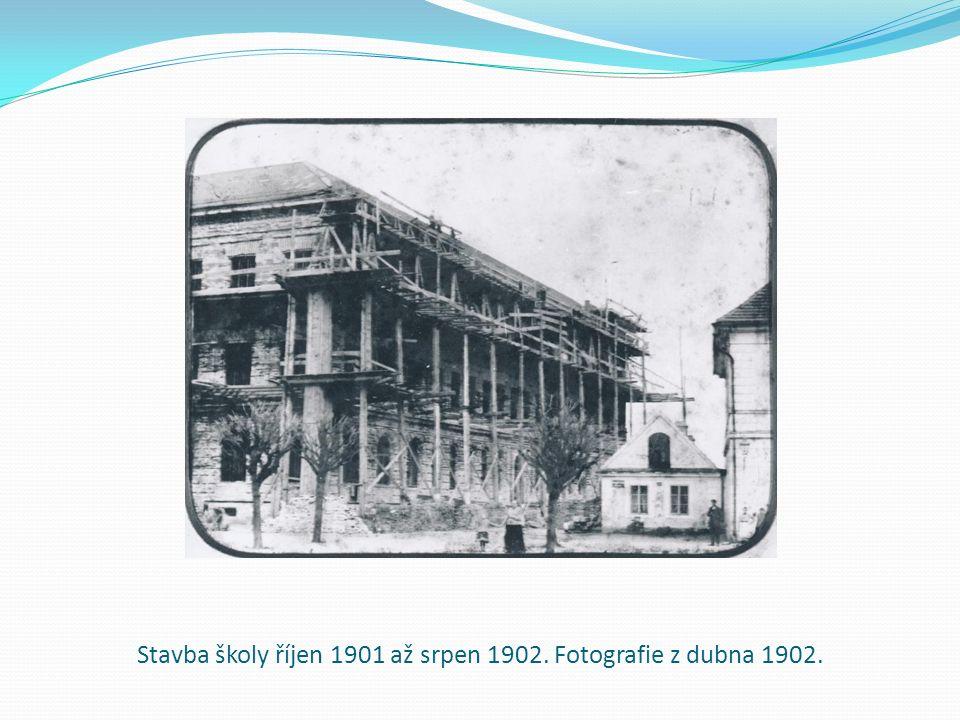Stavba školy říjen 1901 až srpen 1902. Fotografie z dubna 1902.