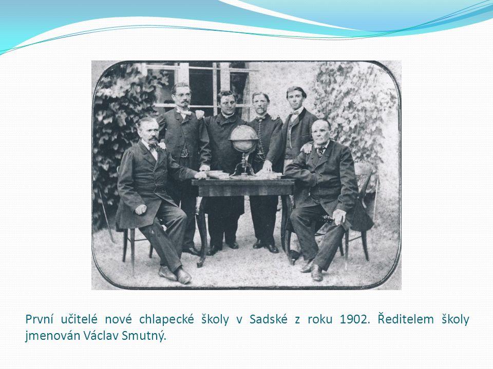 První učitelé nové chlapecké školy v Sadské z roku 1902. Ředitelem školy jmenován Václav Smutný.