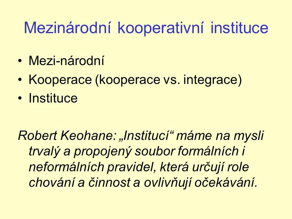 """Mezinárodní režimy Krasner: """"Mezinárodní režimy jsou implicitní nebo explicitní principy, normy, pravidla a rozhodovací procesy, v jejichž rámci konvergují očekávání aktérů."""