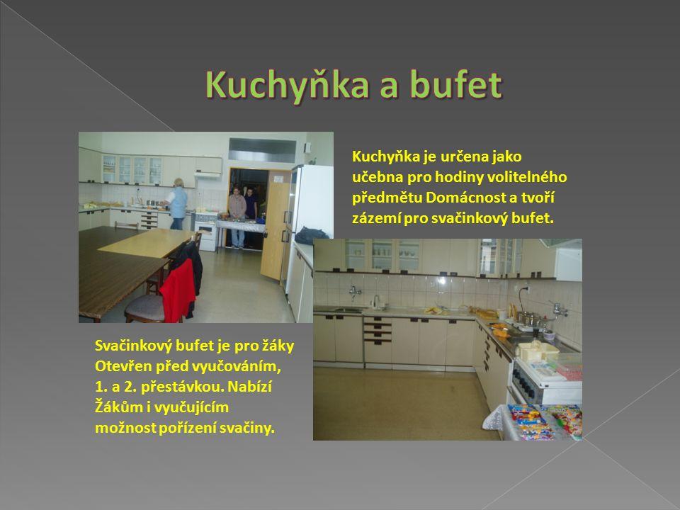 Univerzální učebna chemie a fyziky s nezbytnými pomůckami včetně interaktivního systému.
