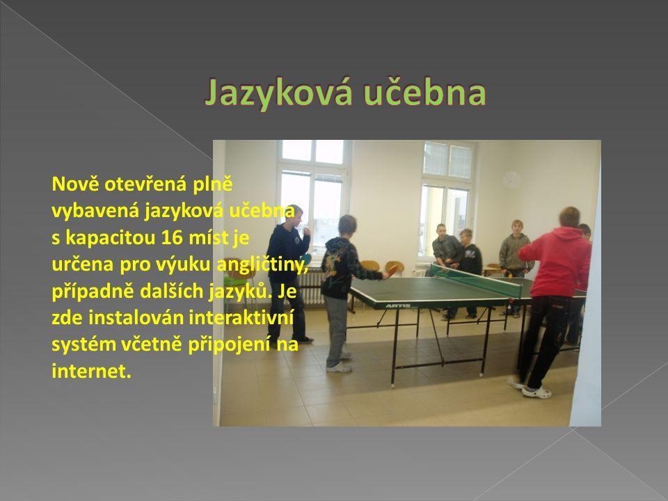 Slouží k výuce i dalším aktivitám školy (soutěže, prezentace, …) a poskytuje kompletní technické zázemí na úrovni dnešní doby.