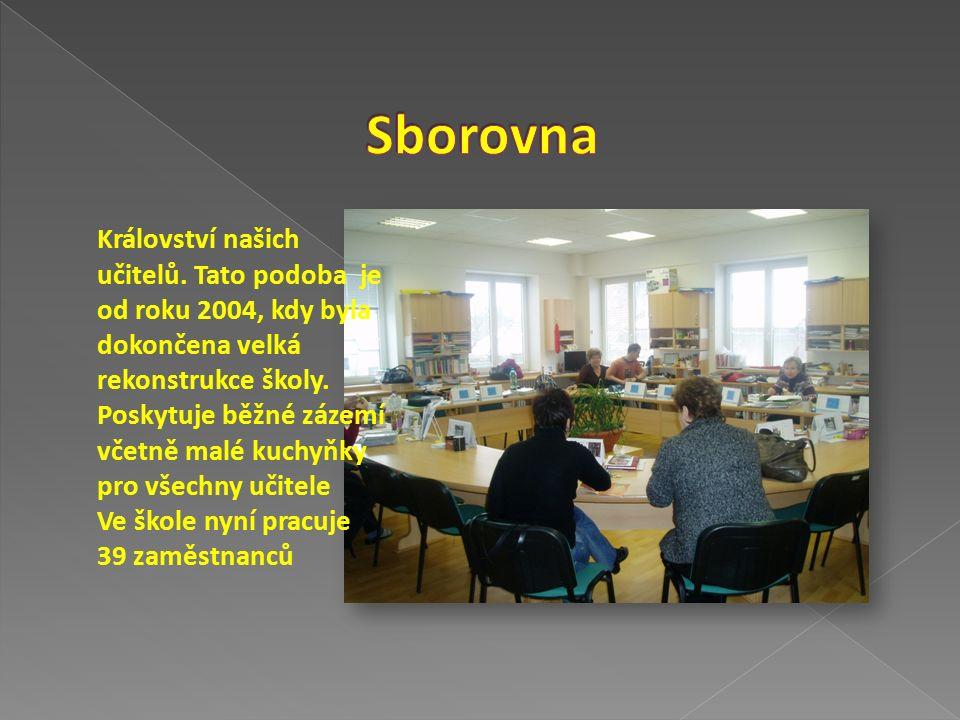 Nově otevřená plně vybavená jazyková učebna s kapacitou 16 míst je určena pro výuku angličtiny, případně dalších jazyků.
