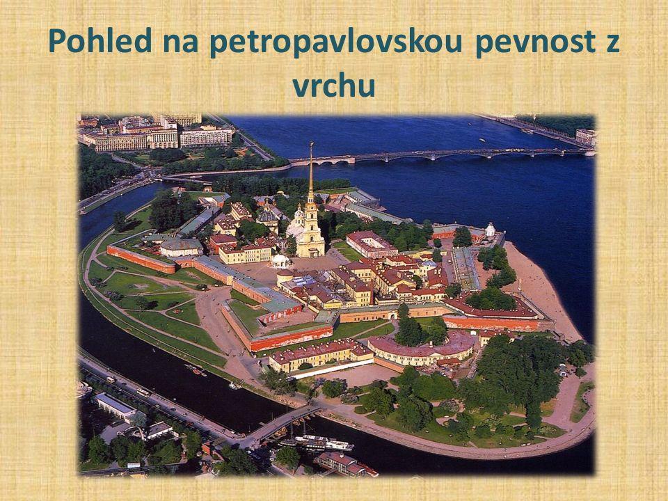 Pohled na petropavlovskou pevnost z vrchu