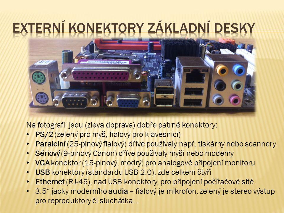Na fotografii jsou (zleva doprava) dobře patrné konektory: PS/2 (zelený pro myš, fialový pro klávesnici) Paralelní (25-pinový fialový) dříve používaly např.
