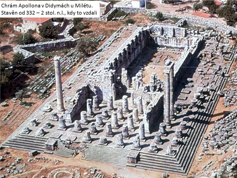 Chrám Apollona v Didymách u Milétu. Stavěn od 332 – 2 stol. n.l., kdy to vzdali