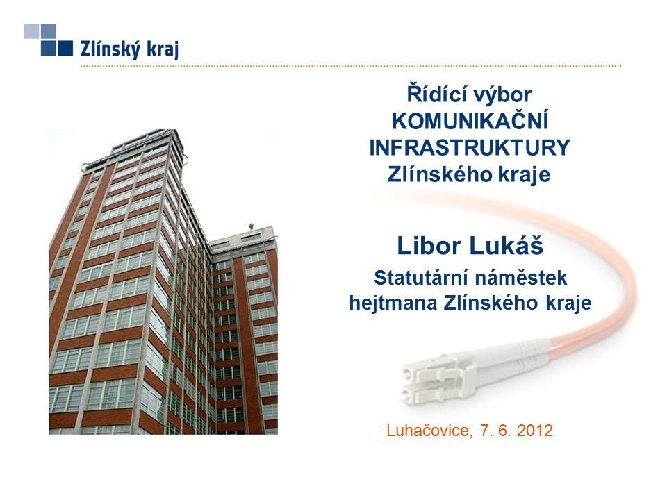 """Páteřní infrastruktura  záměrem Zlínského kraje je vybudovat, vlastnit a provozovat robustní, rychlou, bezpečnou a nezávislou komunikační infrastrukturu veřejné správy  páteřní komunikační infrastrukturou budou v cílovém stavu propojeny: všechny ORP s technologickým centrem Zlínského kraje subjekty IZS a krizového řízení 4 krajské nemocnice """"Budoucnost je v optickém vláknu Jane Butler, ředitelka konzultačního týmu Cisco Systems Komunikační infrastruktura"""