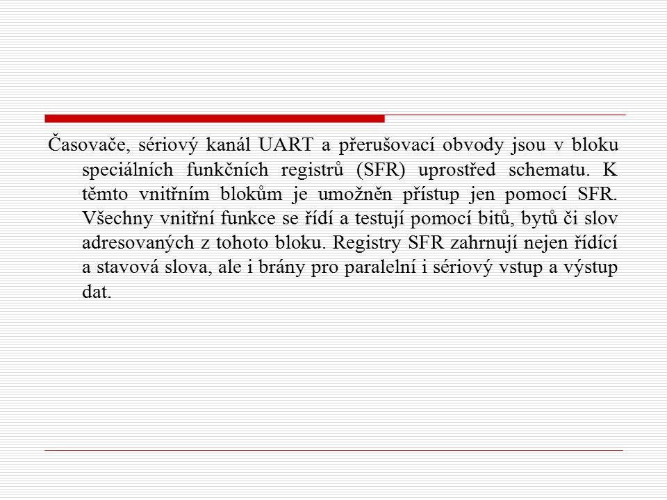 Časovače, sériový kanál UART a přerušovací obvody jsou v bloku speciálních funkčních registrů (SFR) uprostřed schematu.